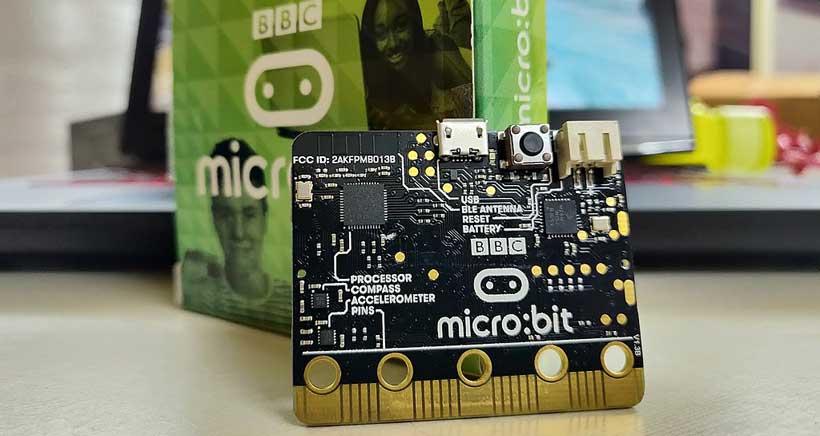 iSchool organiza un taller de iniciación a la electrónica con micro:bit