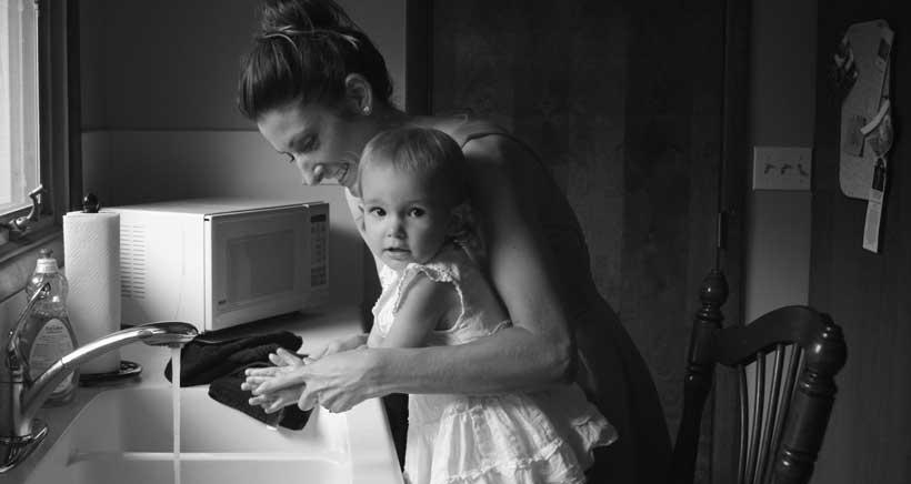 Mujer y madre en solitario: en la diana de la discriminación