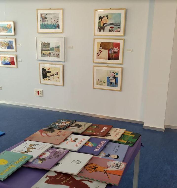 Exposicion Imaginando cuentos apila ediciones Biblioteca Rafael Azcona