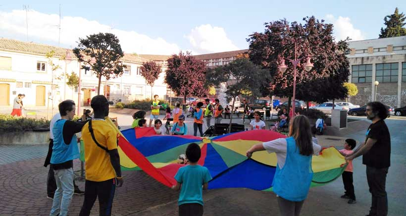 Feria de juegos y almuerzo en el parque de Santa Juliana