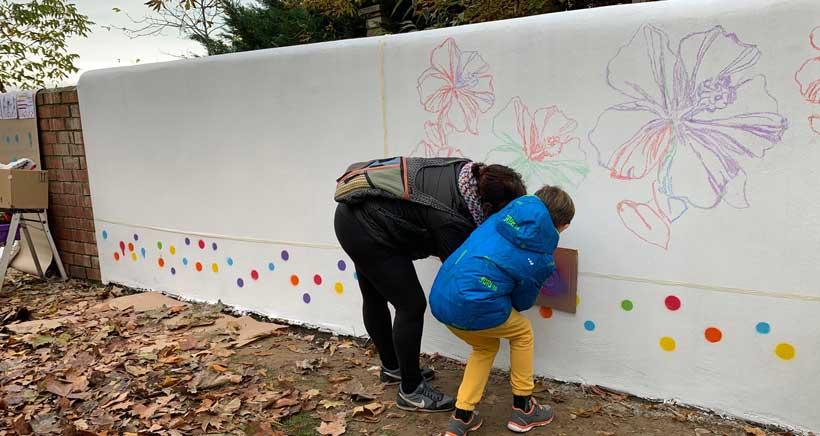 El mural contra la violencia de género que se construye entre todos
