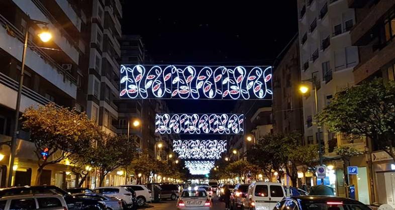 La iluminación navideña llega a las zonas comerciales con el 'Black Friday'