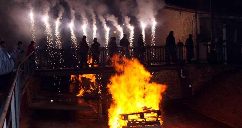 Fuenmayor celebra 'Los Marchos' con un centenar de hogueras, degustaciones y toro de fuego