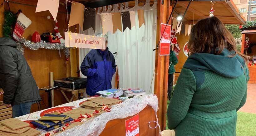 Trueque de libros en el Mercado de La Navidad, en El Espolón