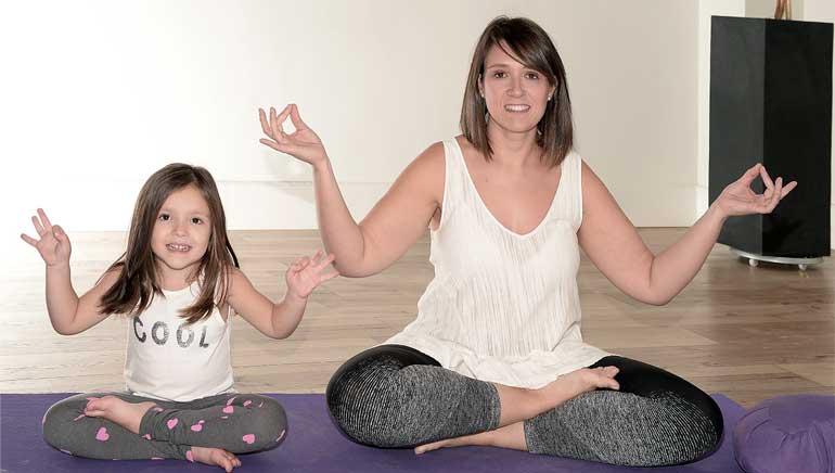 Juntos o por separado, tú eliges, pero súmate al Yoga