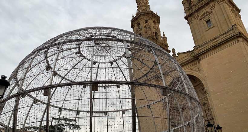 Este martes se iluminará la bola gigante en la Plaza del Mercado