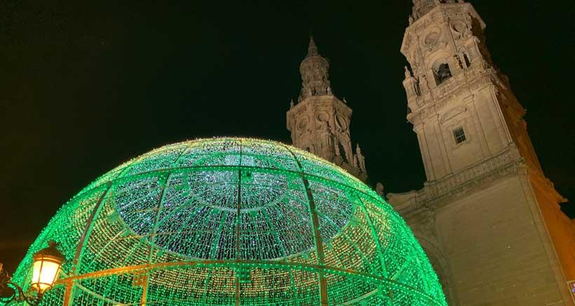 Así es la bola monumental de 12 metros en la Plaza del Mercado