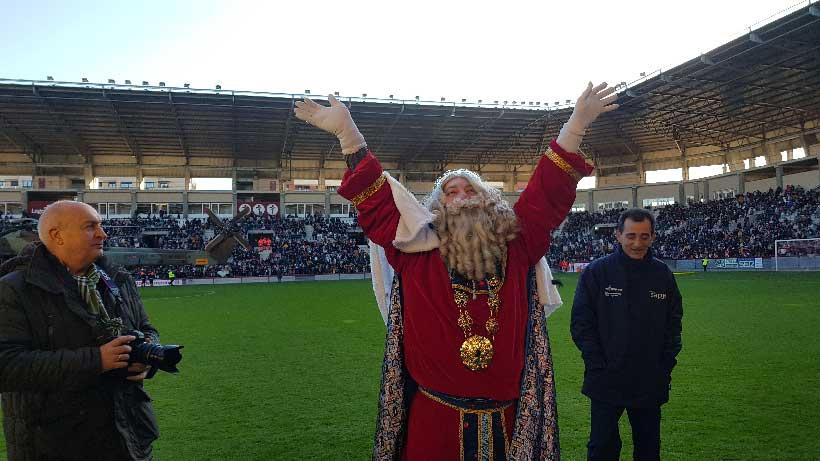 Reyes-magos-saludando