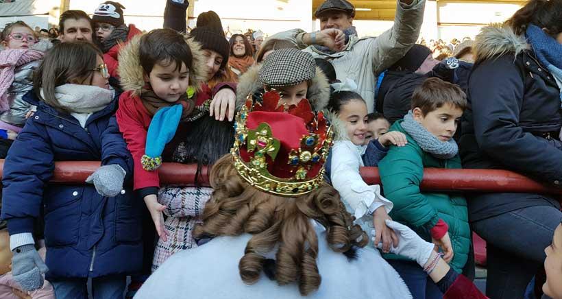 Reyes-magos-saludando-
