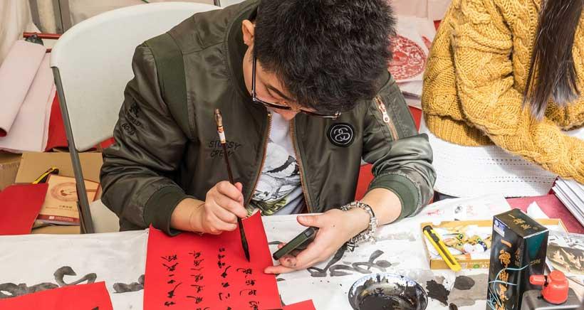Talleres de caligrafía china en la Biblioteca Rafael Azcona