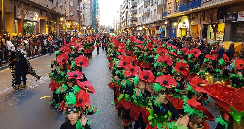 El sol y el buen tiempo hacen brillar al Carnaval de Logroño