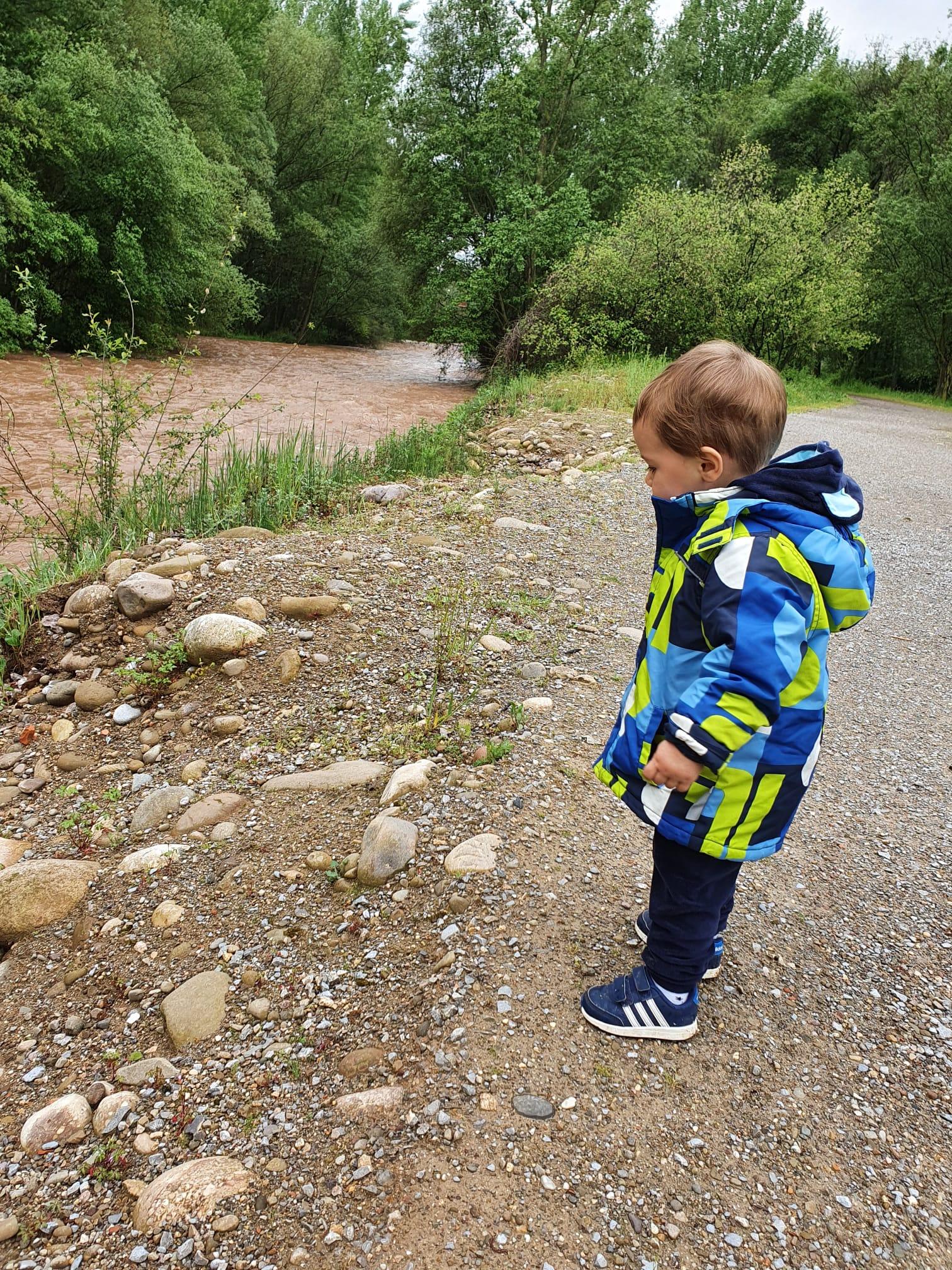 Que ganas tenía de ir al río a tirar piedras!!!
