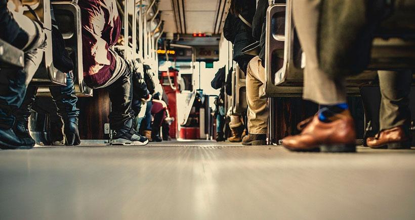 Nuevas medidas en el autobús: permanecer en silencio y no hablar por el móvil