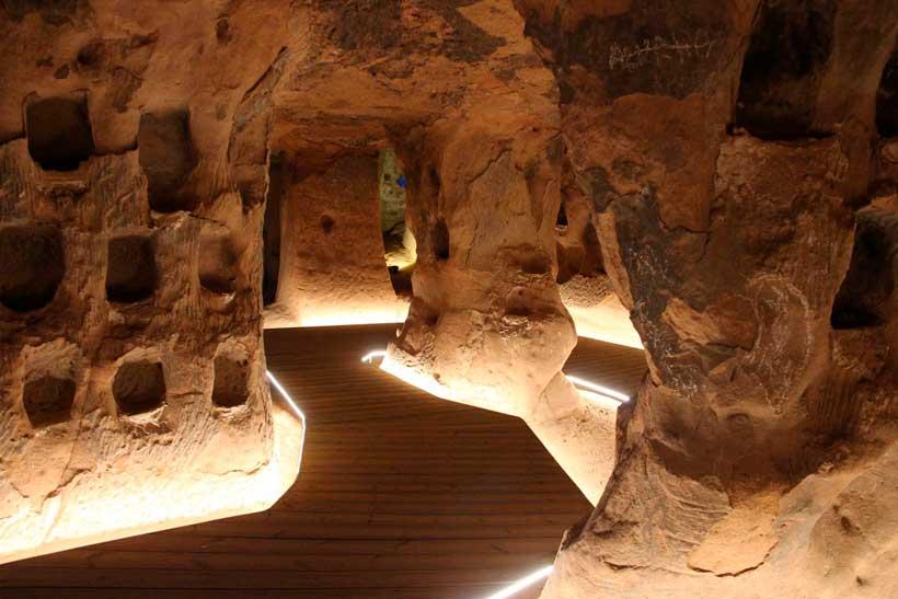 Adéntrate en una cueva medieval en Arnedo: la Cueva de los Cien Pilares