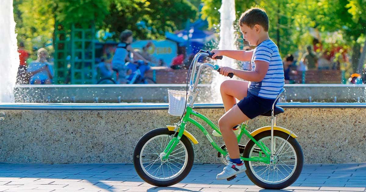 Ir al colegio en bicicleta puede mejorar su rendimiento en el cole, te contamos por qué
