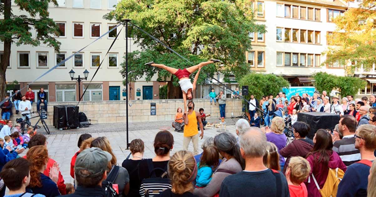 Espectáculo de circo, danza y cultura popular brasileña