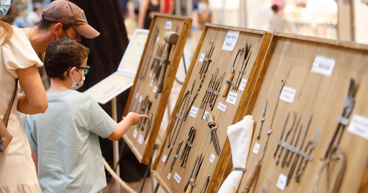 El Centro Comercial Berceo acoge una exposición de Medicina del siglo XVI