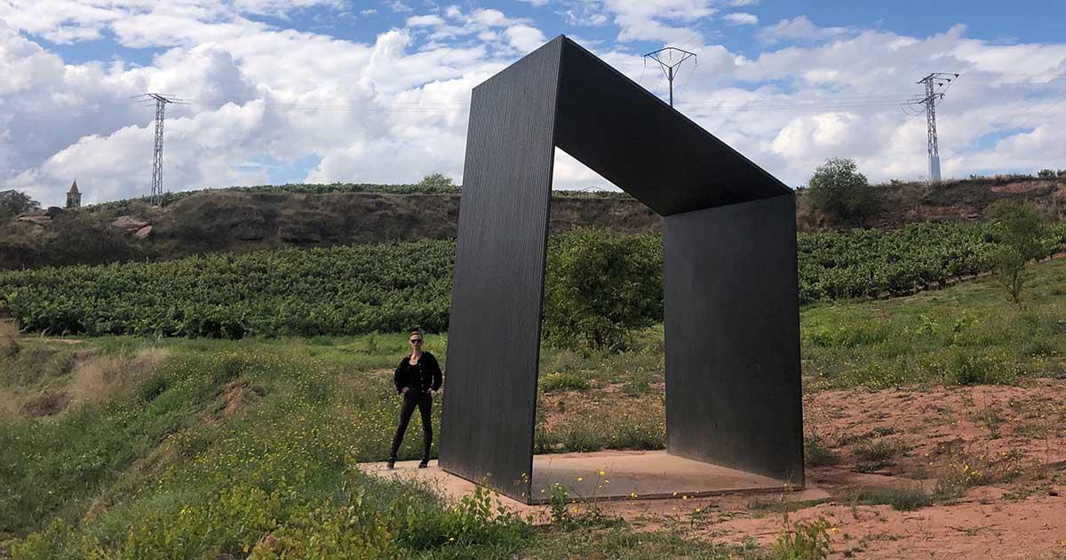 Espectáculo de danza en la escultura de Balanza para el MACC en Ventosa